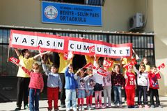 Beröm för Oktober 29 republikdag på skolan i Turkiet Royaltyfri Bild