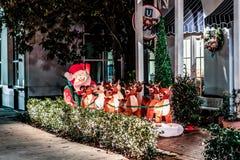 BERÖM FLORIDA, USA - DECEMBER, 2018: Jul dekorerat hus på berömstaden Front House Adorned med jul arkivbild