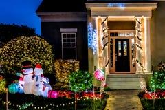 BERÖM FLORIDA, USA - DECEMBER, 2018: Jul dekorerat hus på berömstaden fotografering för bildbyråer