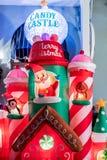 BERÖM FLORIDA, USA - DECEMBER, 2018: Jul dekorerat yttre hus på berömstaden arkivfoton