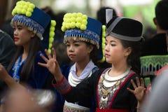 Beröm Hmong för nytt år Arkivfoton