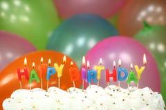 Beröm med den ballongstearinljus och kakan Arkivbilder
