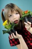 beröm som väljer blommaflickawhite Royaltyfri Fotografi