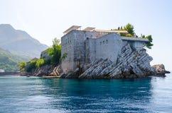 Berömd ö av St Stephen Sveti Stefan, Montenegro Royaltyfria Bilder