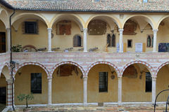 Berömd basilika av St Francis av Assisi Basilika Papale di San Francesco arkivfoto