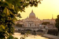 Berömd Basilika di San Pietro i Vaticanen, Rome, Italien Arkivbilder