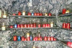 Berömd Bernadette grot nära beskickninghuset i Sankt Wendel Arkivfoto