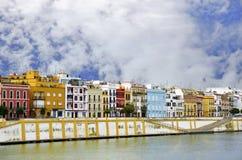 Berömd Betis gata i det Triana området av Seville Arkivfoton