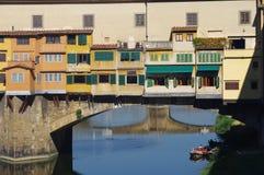 Berömd bro i den Florence staden Arkivfoton