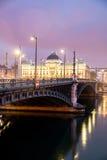 Berömd bro och universitet längs Rhone River på natten, Lyon Fotografering för Bildbyråer