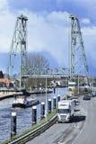 Berömd bro på den Gouwe kanalen, Waddinxveen, Nederländerna Royaltyfri Bild