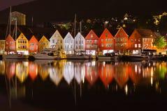 Berömd Bryggen gata i Bergen - Norge royaltyfri fotografi