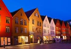 Berömd Bryggen gata i Bergen - Norge Arkivfoton