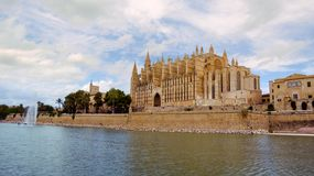 Berömd domkyrkaLa Seu i Palma de Mallorca, Spanien royaltyfri foto