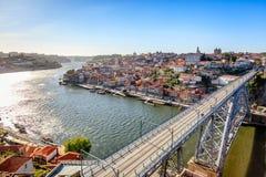 Berömd Douro flod med Dom Luis Bridge Fotografering för Bildbyråer