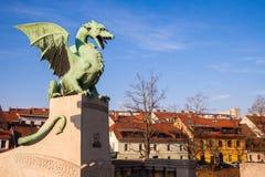Berömd drakebro i Ljubljana Arkivbild