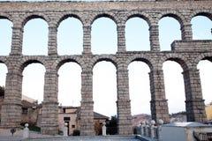 berömd forntida akvedukt royaltyfri fotografi