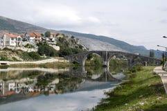 Berömd gammal bro av Trebinje Arkivbild