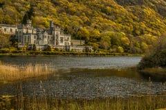 Berömd gammal Kylemore abbotskloster i det Connemara landet Galway, Irland Arkivfoto