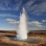 berömd geyser för utbrott Royaltyfri Fotografi