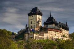 berömd gotisk karlstej för slott Arkivfoto