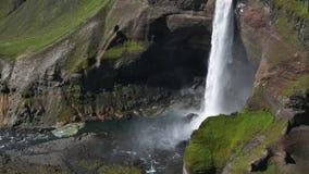 Berömd Haifoss vattenfall i sydliga Island arkivfilmer