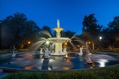 Berömd historisk Forsyth springbrunn i savannahen, Georgia Royaltyfri Foto