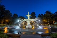 Berömd historisk Forsyth springbrunn i savannahen, Georgia Royaltyfria Foton