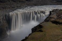 Berömd Island stor vattenfall Dettifoss och flod fotografering för bildbyråer