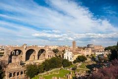 Berömd italiensk gränsmärke: den forntida Roman Forum (Foro Romano) w Arkivbild