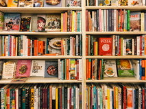 Berömd kock Recipe Books For Sale i arkivboklager royaltyfria foton