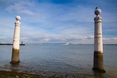 Berömd kolonnhamnplats (Cais das Colunas) på kommersfyrkanten, Lisb Fotografering för Bildbyråer