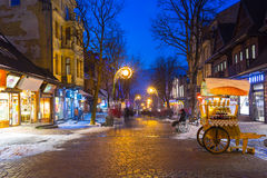 Berömd Krupowki gata i Zakopane på vintertid Royaltyfria Bilder