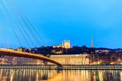 Berömd kyrka i Lyon med Saone River Arkivfoton