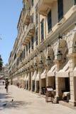 Berömd Liston gata i den Korfu staden Grekland Arkivfoton