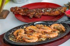 Berömd mat i räka för Filippinerna smörvitlök som fräser Gambas Royaltyfri Foto