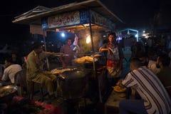 Berömd matgata, Lahore, Pakistan Royaltyfri Bild
