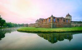 Berömd medeltida slott i Fagaras Rumänien Fotografering för Bildbyråer