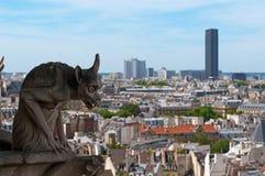 berömd montparnasse för chimera som förbiser tornet Royaltyfria Foton