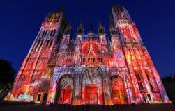 Berömd Notre-Dame de Rouen domkyrka på skymning, Rouen, Frankrike arkivfoton