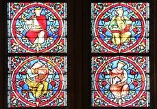 Berömd Notre Dame domkyrkamålat glass Arkivfoto