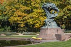 Berömd polsk pianist - Frederic Chopin monument i Warszawa Royaltyfria Bilder