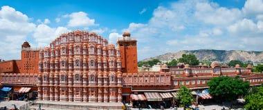 Berömd Rajasthan gränsmärke - Hawa Mahal slott (slotten av segern Arkivfoto