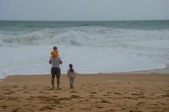 Berömd sandig Praia de Benagil strand nära Lagos, Portugal Arkivbild