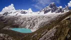 Berömd sikt från Punta det fackliga passerandet, Huascaran NP Royaltyfria Bilder