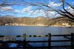 Berömd sjö i dagsljuset Arkivbild