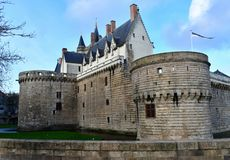 Berömd slott av hertigarna av Breton, Nantes, Frankrike royaltyfri fotografi
