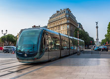 Berömd spårvagn på gator av Bordeaux Royaltyfri Bild