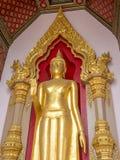Berömd stående buddha staty i Thailand Royaltyfri Foto