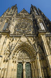 Berömd St Vitus Cathedral i Prague, Tjeckien Royaltyfri Foto
